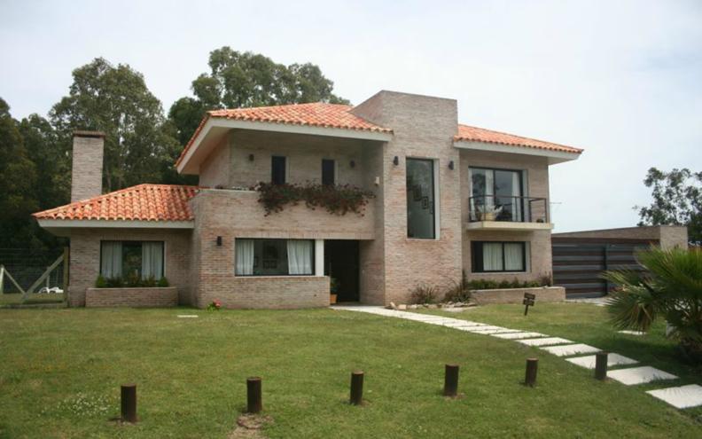 12 bonitas fachadas de casas con tejas fachadas de casas for Imagenes de casas bonitas de un piso