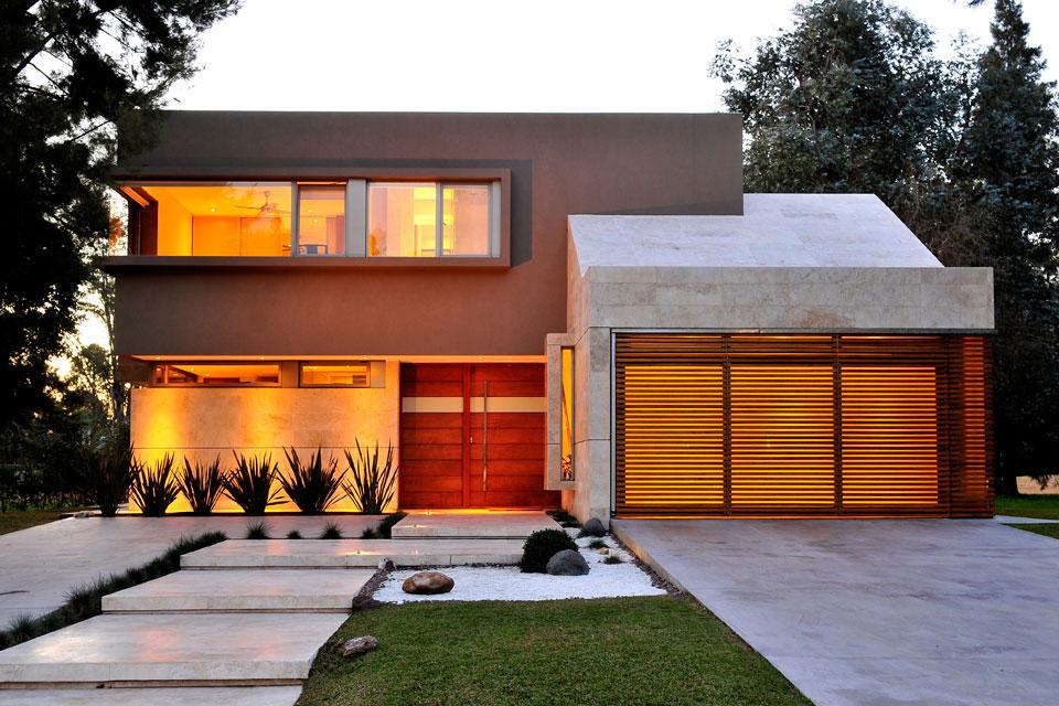 10 fachadas de casas modernas con jardineras fachadas de for Fachadas de casas modernas con negocio
