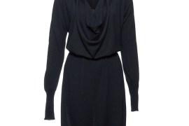 Schwarzes Strickkleid mit raffiniertem Ausschnitt