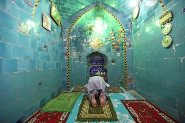 "A man prays inside the shrine of Imam Mahdi at the Wadi al-Salam cemetery, Arabic for ""Peace Valley"", in Najaf, south of Baghdad, Iraq August 1, 2016. REUTERS/Alaa Al-Marjani"