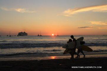 Puesta de sol en San Juan del Sur, paraiso surfero
