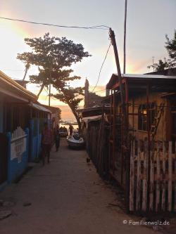 Im Dorf von Malapascua Island