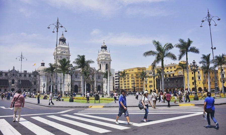 peru-guide-@marina_estacio-lima-plaza-e1523367866468