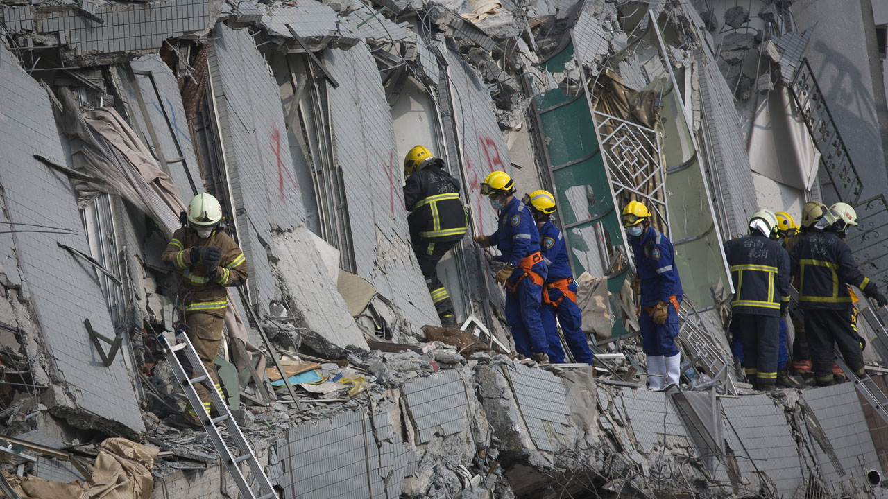 TAINAN, TAIWAN - FEBRUARY 06: Rescue personnel search for survivors at the site of a collapsed building in the southern Taiwan on February 6, 2016 in Tainan, Taiwan. A magnitude 6.4 earthquake hit southern Taiwan early Saturday, toppling several buildings, killing at least seven people and injuring hundreds. (Photo by Ashley Pon/Getty Images)