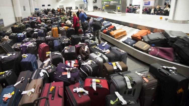 anche il freddo, -40C, può influire sulla consegna bagagli @ Randy Risling / Toronto Star