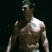 """Stephen Amell as Oliver Queen/Arrow shirtless in Arrow 1×06 """"Legacies"""""""