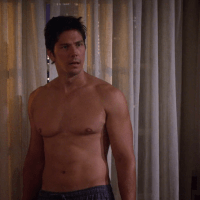 """Michael Trucco as Nick Podarutti shirtless in How I Met Your Mother 8x06 """"Splitsville"""""""