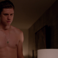 """Aaron Tveit as Mike Warren shirtless in Graceland 2x05 """"H-A-Double-P-Y"""""""