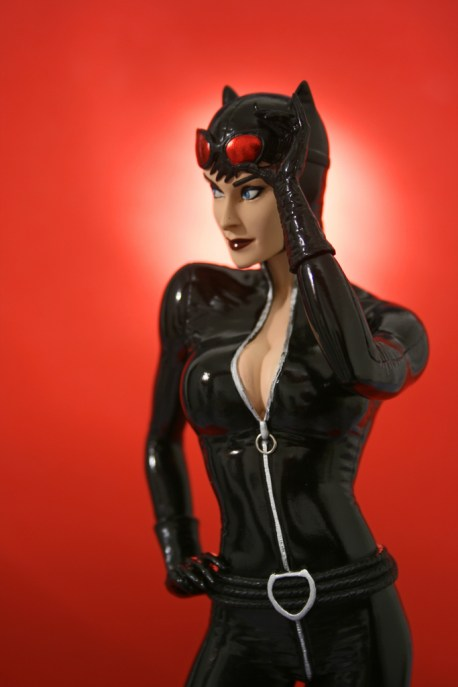 Cover Girls of DC Catwoman Statue 007