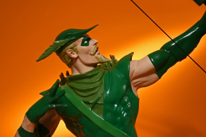 Heroes of DC Green Arrow Bust 006