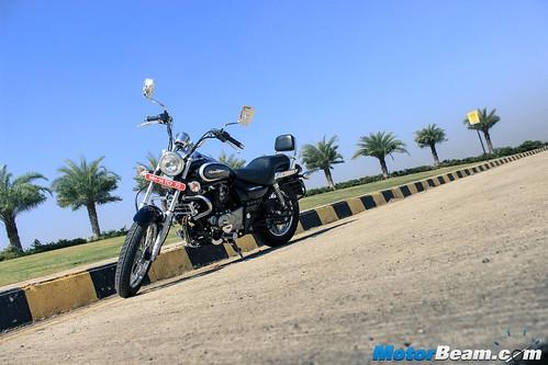2016-Bajaj-Avenger-220-14