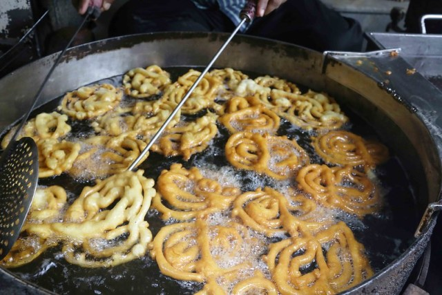 City Food - Jalebi Porn, Old and Famous Jalebi Walan, Chandni Chowk