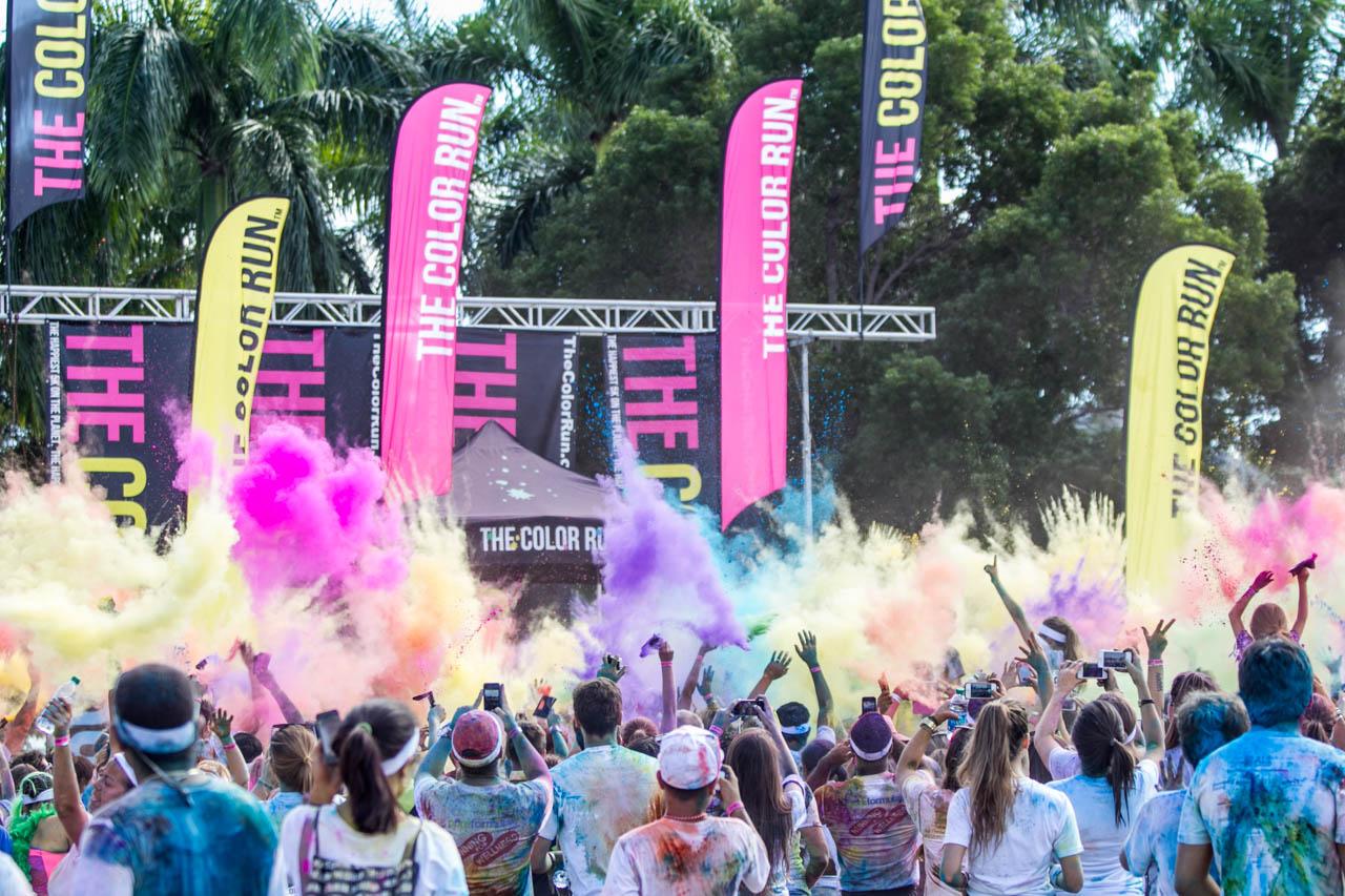En las afueras de Miami se inicia el festejo luego de finalizar la carrera The Color Run, una popular carrera de 5 kilómtros que se realiza a nivel mundial. El evento no es cronometrado ni tampoco existen premios, y los participantes son sometidos a duchas con polvos de colores a lo largo del recorrido.  (Tetsu Espósito)