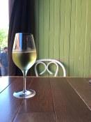 A refreshing glass of chardonnay at L'Affaire est Ketchup | Festival d'été de Québec
