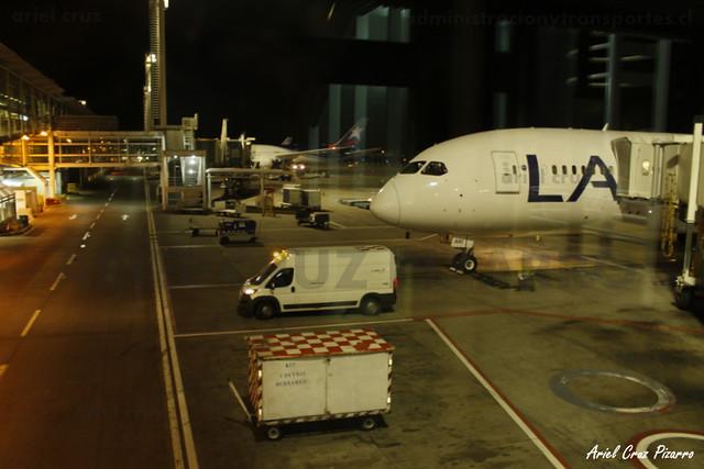 LAN Airlines - Santiago (SCL) - Boeing 787-8 Dreamliner CC-BBI