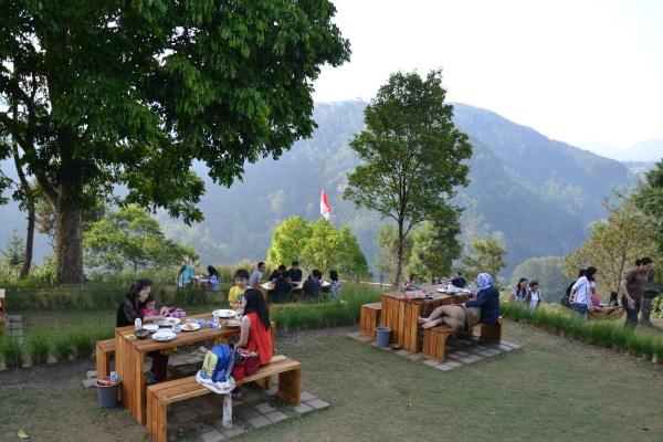 Tempat Makan Santai Asik di Bandung Café D'Pakar