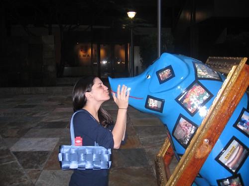 Lisa Kisses a Pig - SMX Seattle 2007
