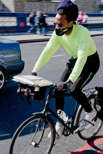 Ciclista de máscara