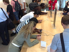 iPhone mania at SF Apple store