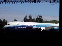 Boeing 787 Dreamliner Rollout 4/8