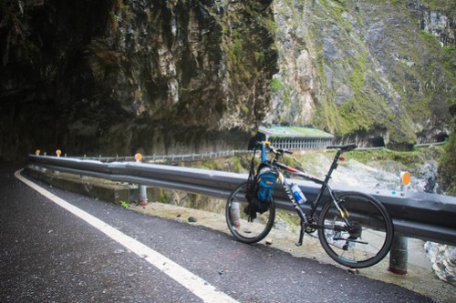 Giant bike in the Taroko Gorge