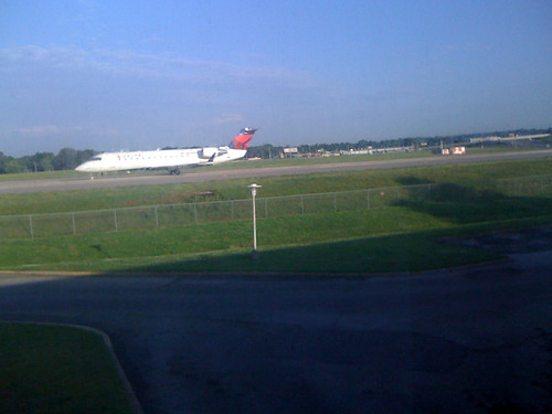 Gotta live @Delta planes outside your hotel window in the mornings, right? Mainly need this pic or a blog post