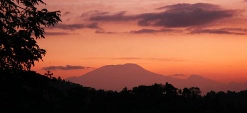 Kilimanjaro auringonnousussa - Kilimanjaro at dawn