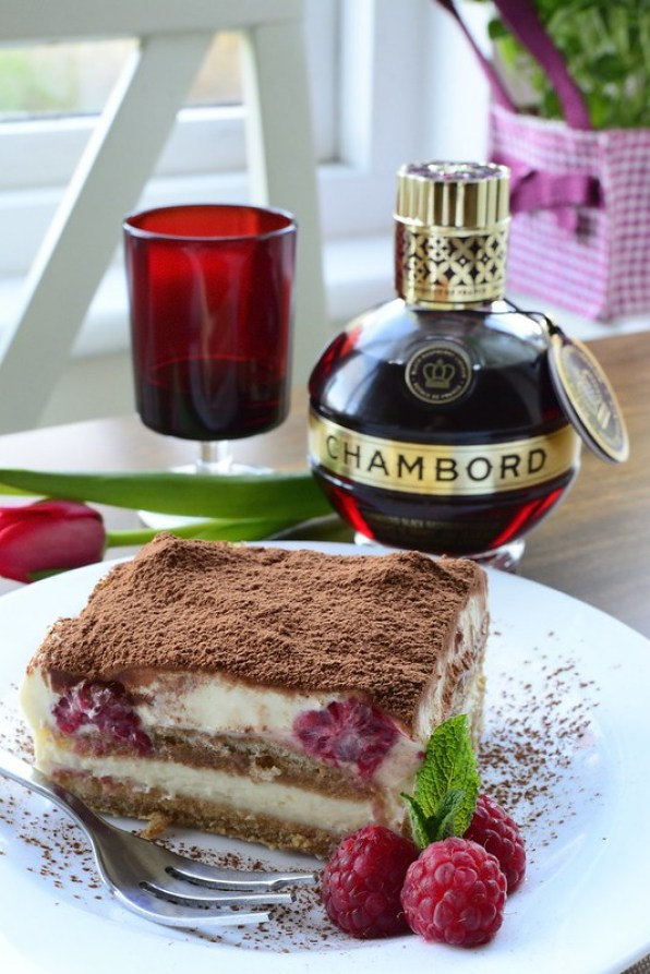 The Most Delicious Raspberry Tiramisu