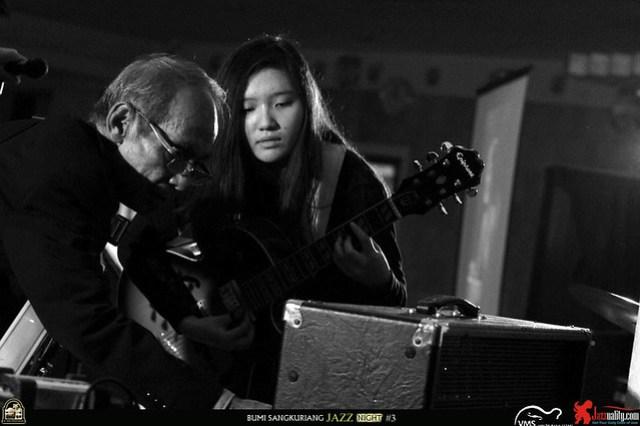 BumiSangkuriang_JazzNight_3-OelePattiselannoTrio (2)
