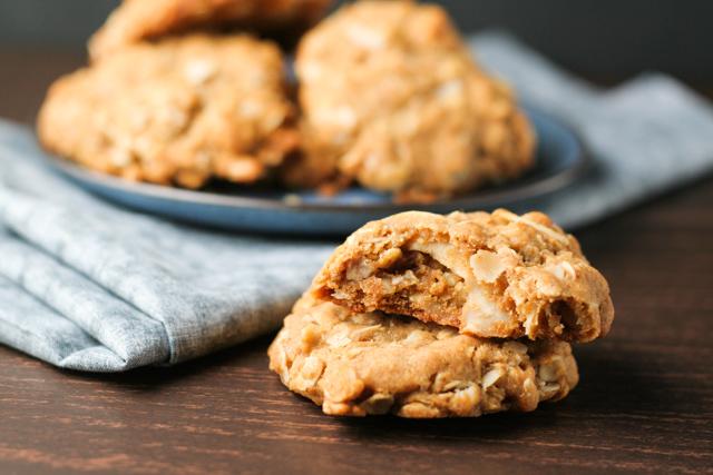 Anzac Cookies recipe on www.inthiskitchen.com