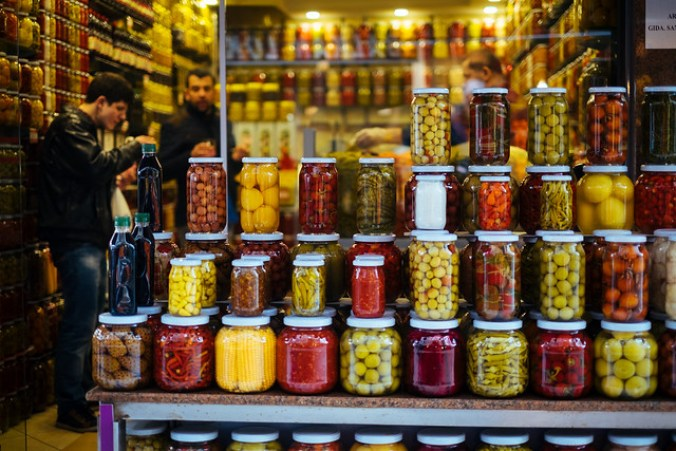 Istanbul: winkel vol zuurwaren Beyoglu