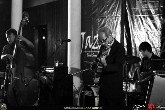BumiSangkuriang_JazzNight_3-OelePattiselannoTrio (4)