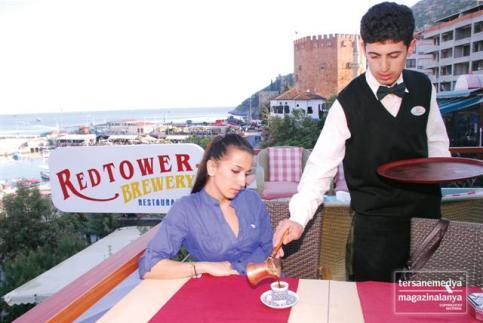 İskele Caddesi üzerinde 2005 yılında hizmet vermeye başlayan Red Tower Brewery Restaurant Türk Kahvesi'nde öne çıkan mekanlar arasında yer alıyor.