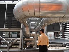 Wärmetauscher auf dem Dach für die Klimaanlage.