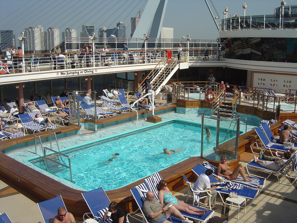 Cunard queen victoria ship review photos and video - Queen mary swimming pool victoria ...