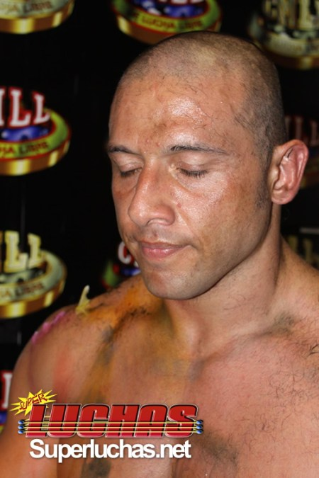 Toscano pierde la cabellera en Infierno en el Ring 2009 (31 Julio) / Photo by Rostro Oculto