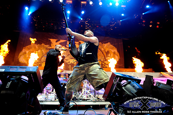Killswitch Engage destroys the main stage at Mayhem Fest 2009