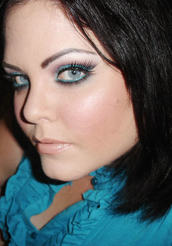 Turquoise Blue Eyeshadow