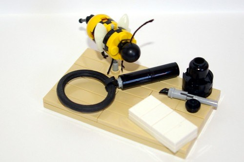 LEGO bee and writing set