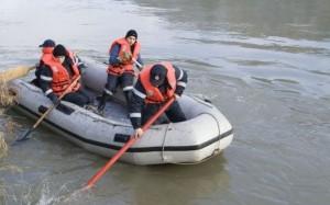 Doi copii înecați pe Olt, căutați de pompieri