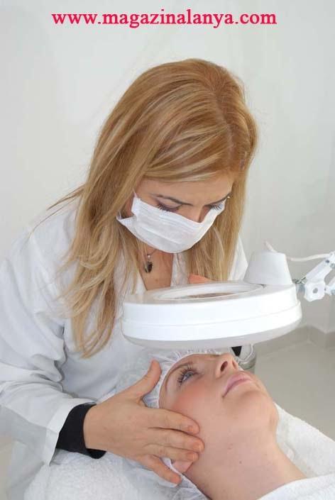 Estetika'da medikal cilt bakımı tamamen doğal ürünlerle gerçekleştiriliyor.
