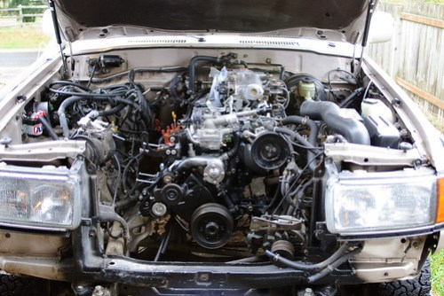 Toyota FJ80 Land Cruiser 3FE engine rebuild.