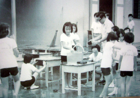 Classroom Of The 60s And 70s (3/6)