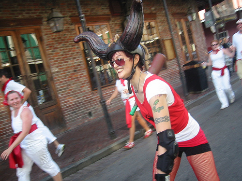Ibeatya bull charges through San Fermin in Nueva Orleans
