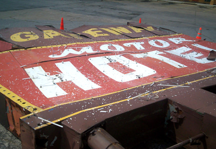 The Gateway Motor Inn sign, down and out.