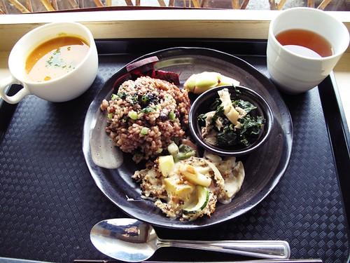 macrobiotic lunch by tea tree jade.