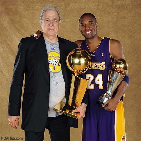 Kobe Bryant y Phil Jackson celebran el título de 2009