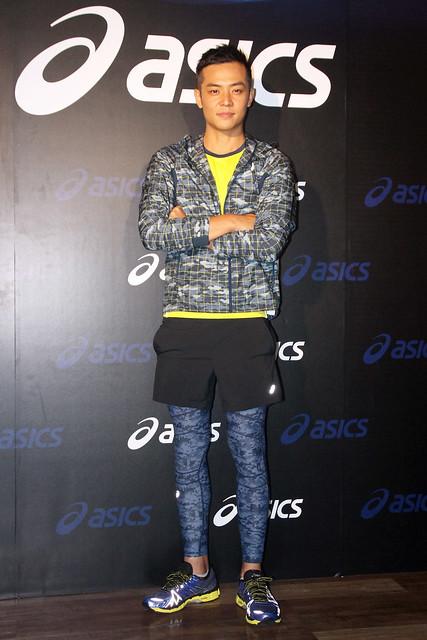 sics代言人姚元浩搭档名模王思平 同穿Lite Show鞋款大秀夜跑时尚图片