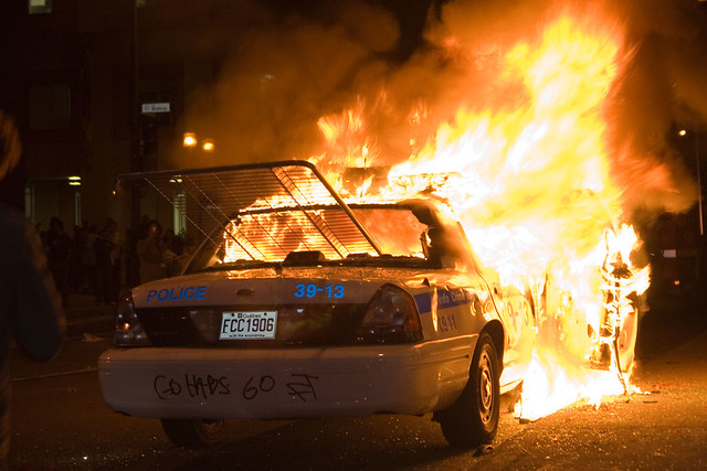 Montreal police car on fire | Photo taken April 21, 2008 ...