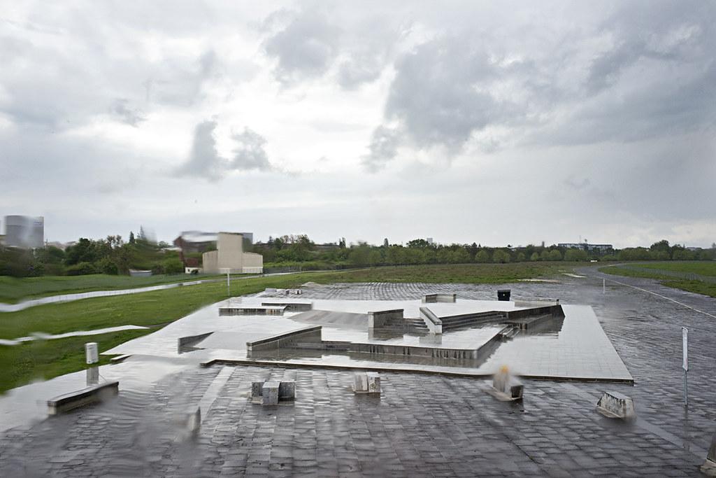 """20- Berlin Templehof Airport Skatepark - Vogelfreiheit """"Tausend Plateaus"""" wurde vergangenen Sonntag offiziell eröffnet, hier ein paar Bilder der Regentaufe von Adam Sello."""